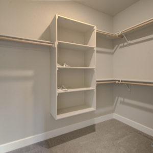 03 Walk-in Closet
